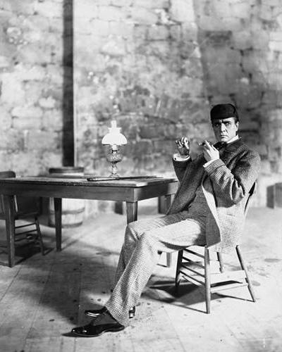 Sherlock-Holmes-1899-Gillette.jpg