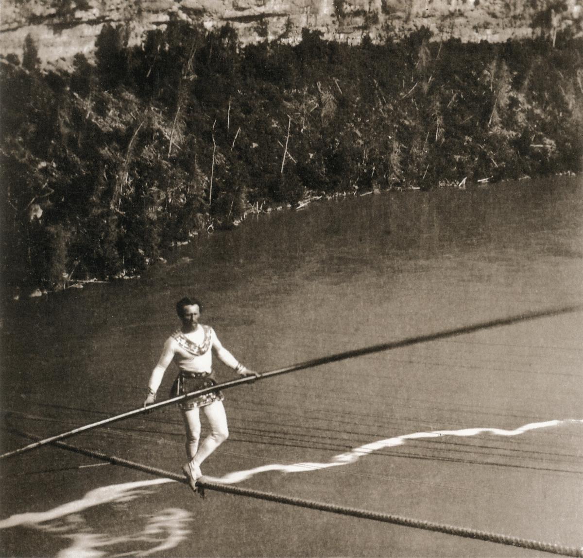 William_England_-_Blondin_crossing_Niagara_river (1).jpg