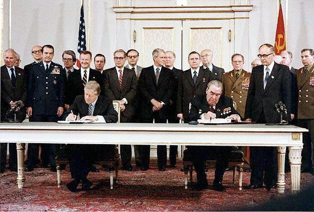 Carter_Brezhnev_sign_SALT_II.jpg